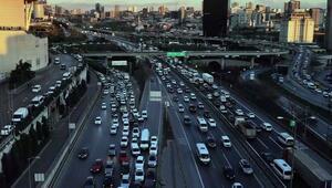 İstanbulda yılbaşı öncesi trafikte yoğunluğu