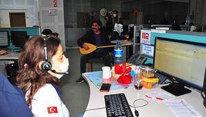 Manisa 112 Acil Çağrı Merkezi çalışanları yeni yıla konser jestiyle girdi