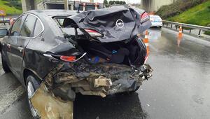 İstanbulda boş yolda zincirleme kaza: 2 yaralı