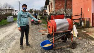 Hurda malzemelerden mısır taneleme makinesi yaptı