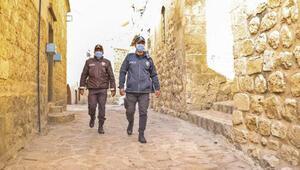 Mardinde cadde ve sokaklarda kısıtlama sessizliği