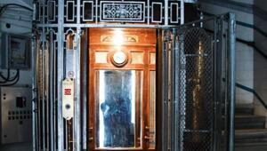 Cordova'nın asansör saati 99 yıl sonra zamanı yakaladı
