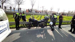 Kağıthanede motosikletli trafik polisi kaza yaptı