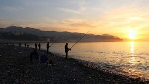 Kısıtlamada evde kalan Zonguldaklılar sahillere akın etti