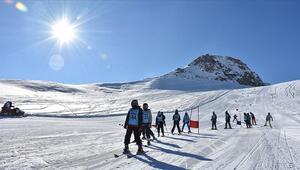 Hakkaride kayak sezonu açıldı