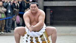 Koronavirüs sumonun devi Hakuho'yu da tuş etti
