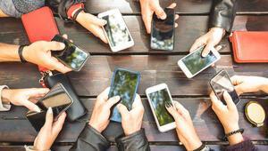 Lise öğrencilerinin neredeyse hepsi akıllı telefon kullanıyor