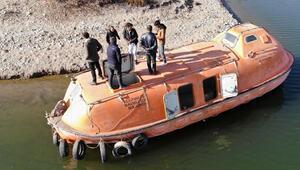 Denizsiz kente denizaltı getirdiler