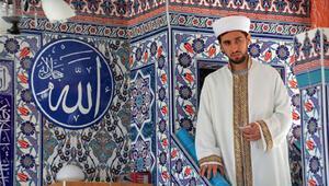 3 üniversite mezunu imam, namaz sonrası çocuklara matematik dersi veriyor