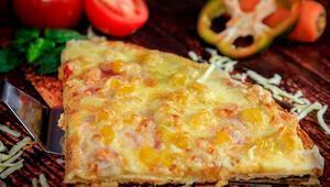 Pizzanın en tartışmalı çeşidi: Nereden çıktı bu ananaslı pizza