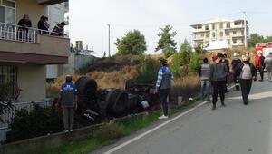 Antalyada freni boşalan kamyon apartmanın bahçesine uçtu