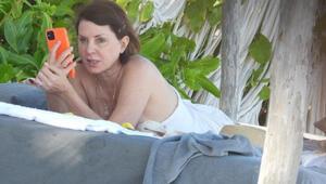 Üstsüz güneşlendi: Sadie Frost tatilde