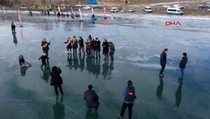 Çıldır Gölü üzerinde ilginç görüntü... Herkes oraya gidiyor