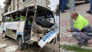 Samsunda belediyenin işçi servisi aracı devrildi: 2 ölü, 20 yaralı