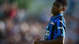 Manchester United, Amad Dialloyu renklerine bağladı