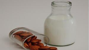 Uzmanlardan depresyon ve kaygıya karşı badem sütü önerisi