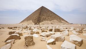 Geçmişe açılan bir pencere… Eğik piramit ve Eski Mısıra ait gizemli kalıntılar