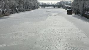 Bayburt'ta Arpalı Nehri dondu