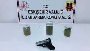Eskişehir'de otomobilde uyuşturucuyla yakalanan 2 kişi, tutuklandı