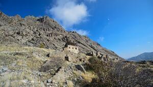 Tuncelinin Ulukale köyü eski kalıntılarıyla ziyaretçilerini tarihi yolculuğa çıkarıyor
