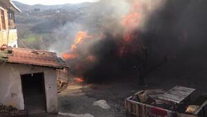 Traktörde çıkan yangın eve sıçradı