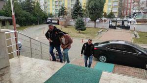 Çalıntı bıçakla sokak ortasında 22,5 lira gasba tutuklama