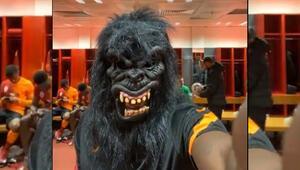 Galatasaraylı golcü Mbaye Diagneden maskeli canlı yayın