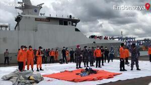 Endonezya'da düşen yolcu uçağının parçaları kriz merkezine getirildi