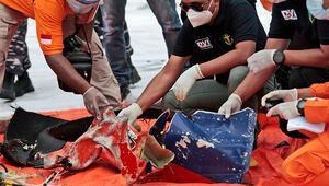 Endonezyadaki uçak kazasıyla ilgili önemli gelişme, uçağın kara kutusu bulundu