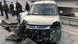 Üst geçitte kaza: 3 yaralı