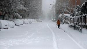 İspanyada etkili olan kar fırtınası hayatı felç etti
