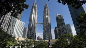 Malezyanın Ekonomi Bakanı Mustafa Muhammedin koronavirüs testinin pozitif çıktığı ifade edildi