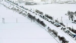 Japonyada yoğun kar yağışı hayatı durma noktasına getirdi