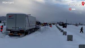 Japonya'da kar yağışı hayatı felç etti