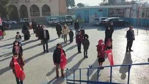 Şanlıurfa'da okullarda ders zili çaldı, İstiklal Marşı okundu
