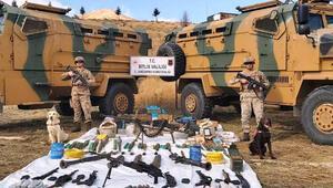Bitlis'te, PKKlı teröristlerin mühimmat dolu 6 sığınağı tespit edildi
