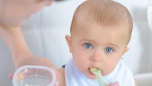 Bebeklerde ek gıdaya geçişte annelerin doğru bildiği 6 yanlış