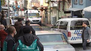 Kokudan rahatsız olanlar polisi aradı Battaniyeye sarılı cansız bedeni bulundu