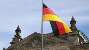 Almanyada esnaf koronavirüs önlemlerini protesto etmek için iş yerlerini açacak