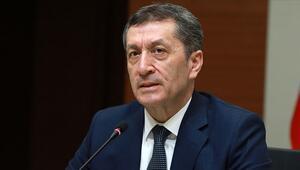 Milli Eğitim Bakanı Selçuktan, İstiklal Marşı okuyan asırlık çınar paylaşımı