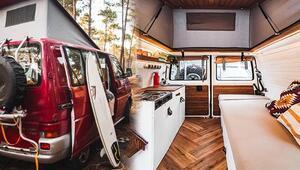 Eski minibüslerini küçük bir eve dönüştürdüler