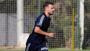 Fenerbahçede Jose Sosa ve Filip Novak gelişmesi Koşu çalışmalarına başladılar...