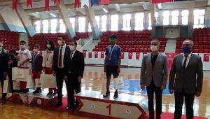 Ahmet Cevdet Çamurdan Ortaokulu badminton yarışmasından 3 ödül birdenaldı