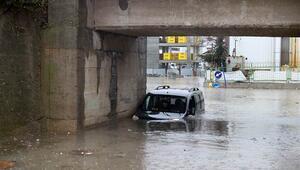 Edirnede sağanak yağış zor anlar yaşattı