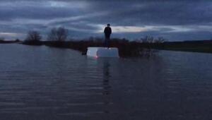 Tunca Nehri taştı, minibüsünün üzerinde mahsur kalan sürücüyü AFAD kurtardı