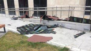 Tokatta fırtına; çatılar uçtu, metruk binanın duvarı yıkıldı