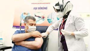 İlk aşıyı Bakan Koca oldu