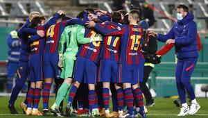 İspanya Süper Kupasında ilk finalist, Real Sociedadı penaltılarla eleyen Barcelona oldu