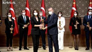 Yılın Kadın Oyuncusu ödülü Ebru Özkana