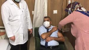 Nurdağı'nda sağlık çalışanlarına aşı yapılmaya başlandı